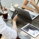 Co sprawia, iż coraz częściej decydujemy się na pożyczanie pieniędzy przez internet?
